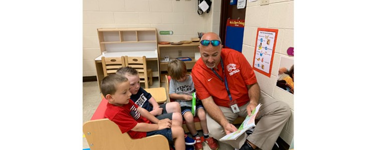 Superintendent Boblett reading with Boyd County Learning Center's students