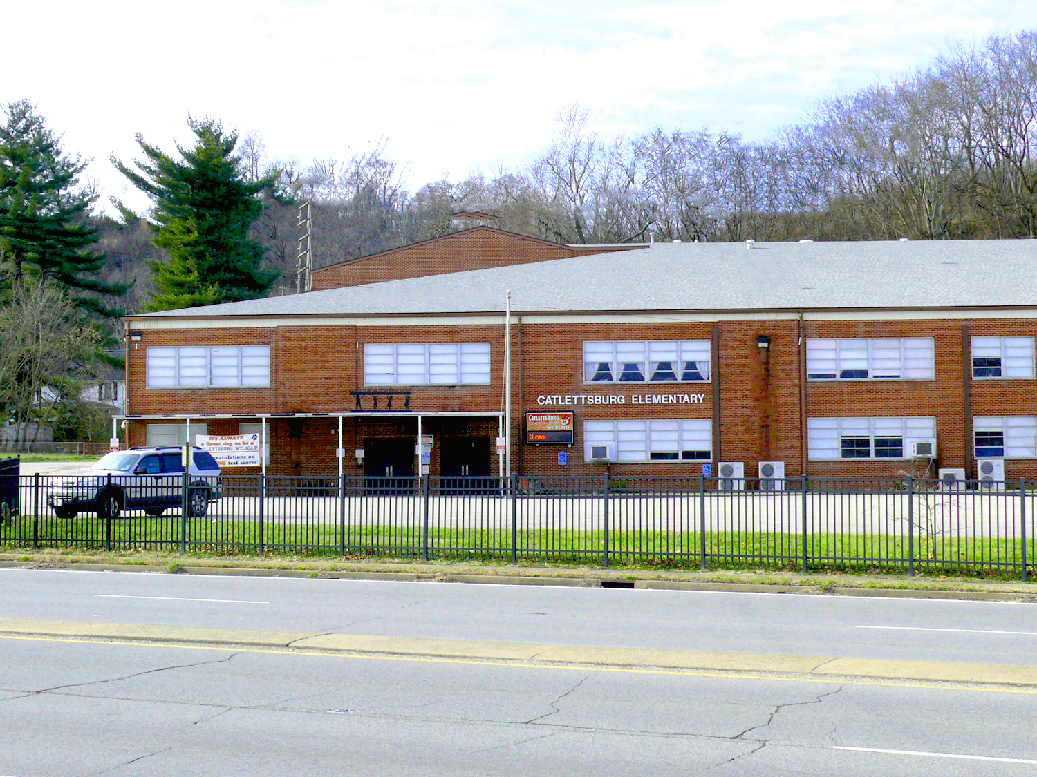 External picture of Catlettsburg Elementary.