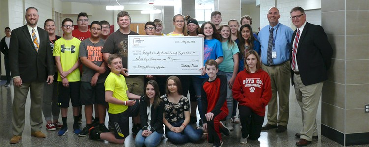 Middle School students pose with a check for $20,000 from KY Power. It was earned by installing upgrades to lighting and HVAC. Far left, Aaron Shultz. Far right is Kevin Cheek. Next to Kevin is Superintendent Bill Boblett.