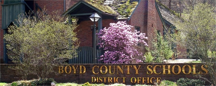 Photo of the Boyd County Public Schools District Office.